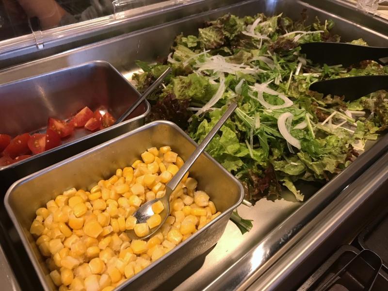 朝食バイキングサラダ例